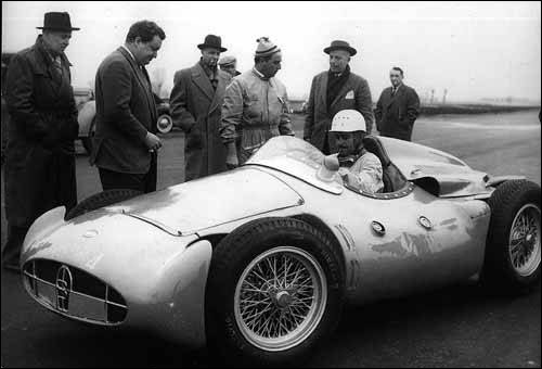 Команда Bugatti готовится к дебюту в Ф1. За рулем Т251 - Морис Тринтиньян