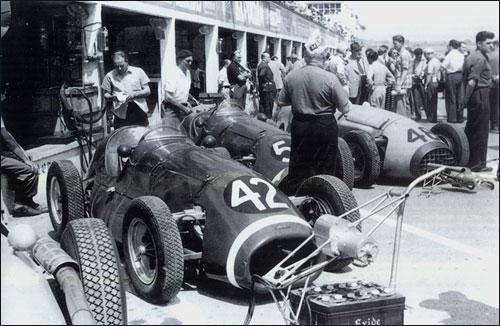 Боксы команды Connaught на Гран При Франции 1953 года