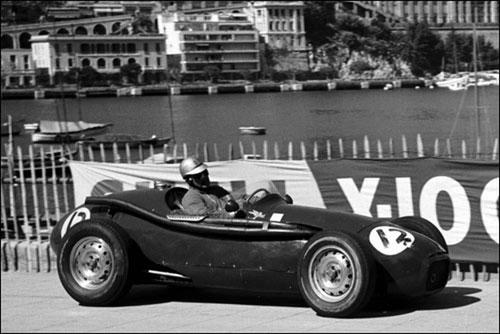 Берни Экклстоун за рулем Connaught Type B в квалификации Гран При Монако 1958 года