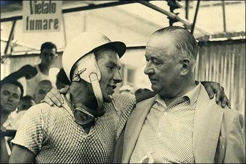Гай Энтони Вандервелл с лидером Vanwall Стирлингом Моссом